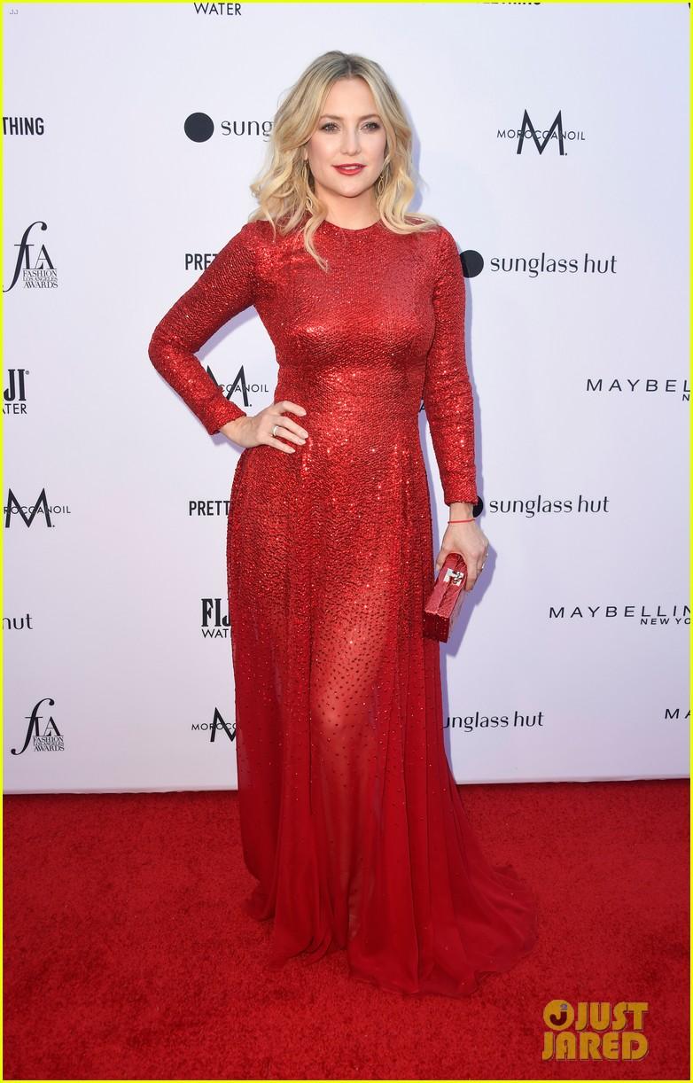 kate hudson joins james marsden daily front row fashion awards 01