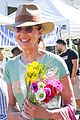allison janney buys flowers at farmers market in studio city 04