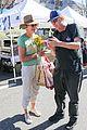 allison janney buys flowers at farmers market in studio city 05