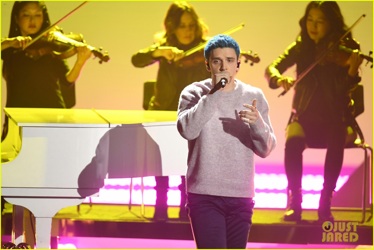 lauv marshmello 2019 iheartradio awards 08