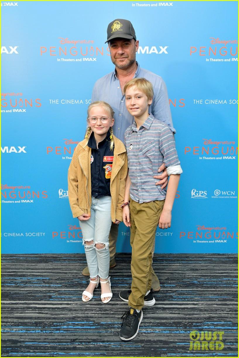 liev schreiber brings his kids to penguins screening 04