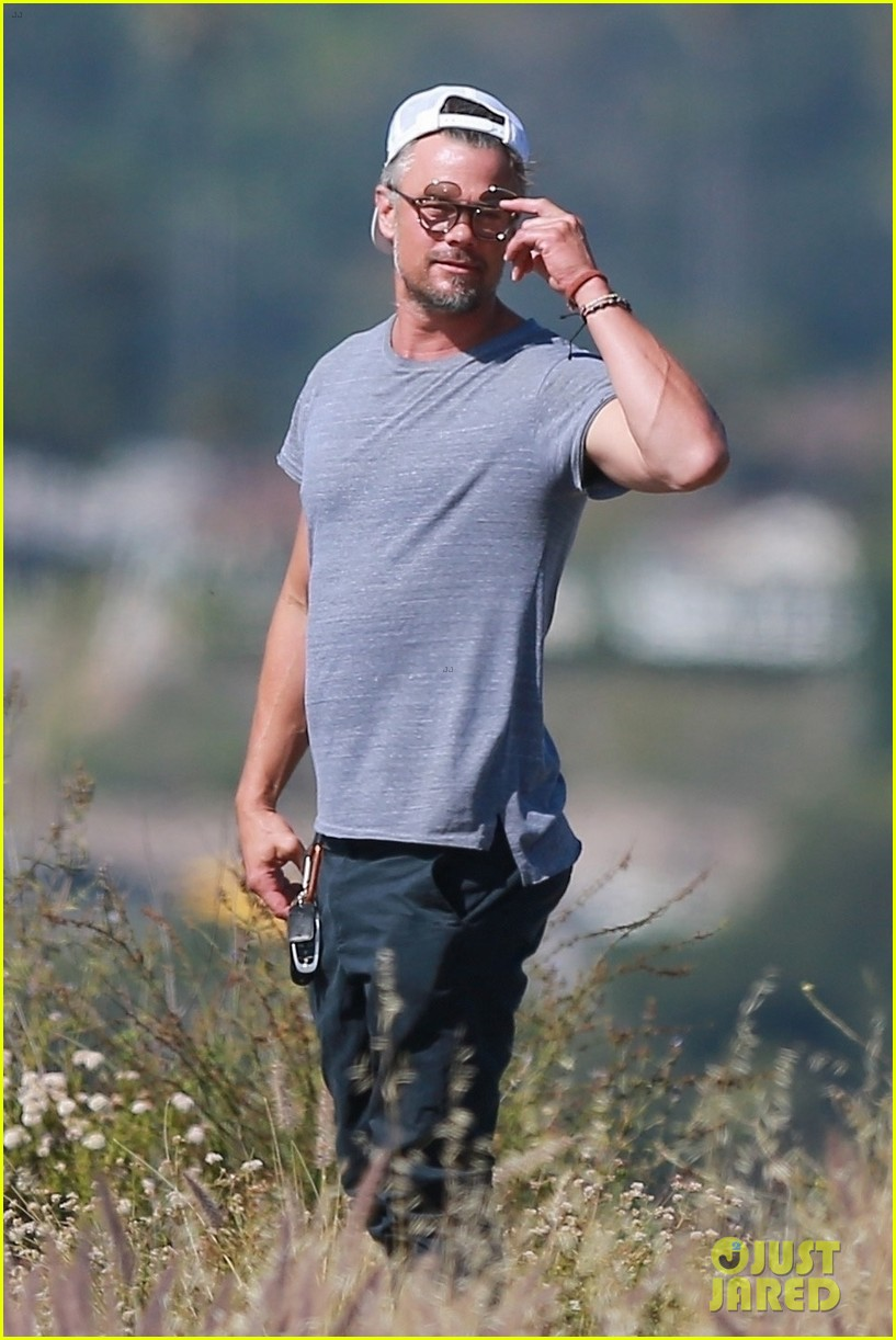 josh duhamel films project with friends during brentwood hike 02