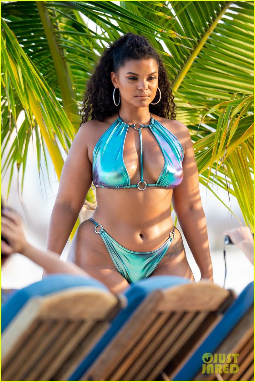 ashanti wears sexy bikinis in florida 07