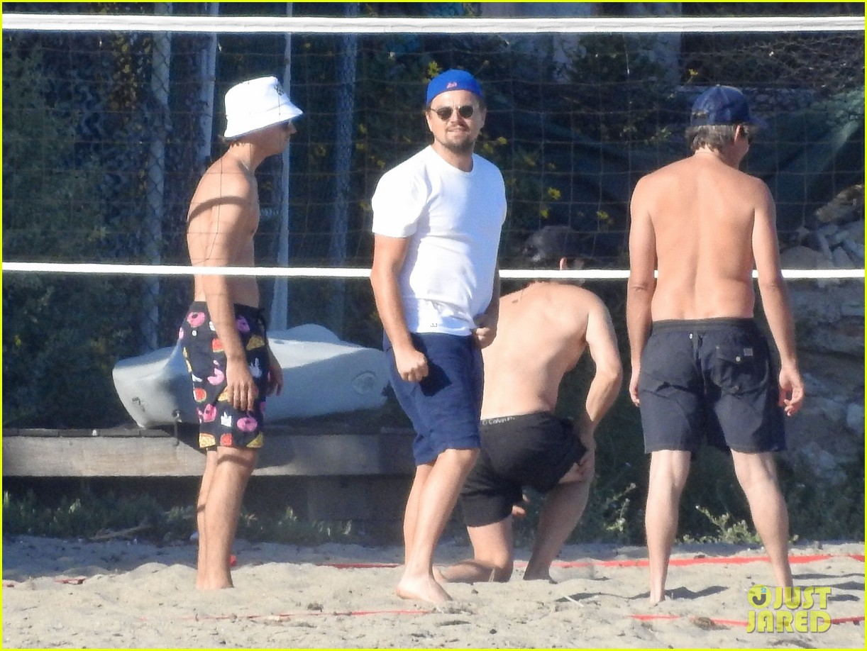 leonardo dicaprio gets hit in the face with a volleyball 014314114