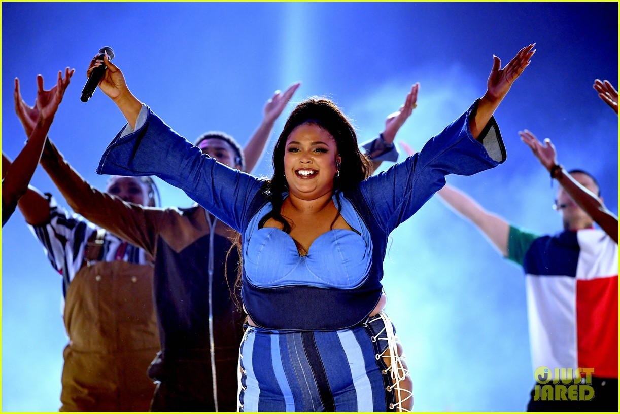 lizzo channels sister act 2 with juice performance at mtv awards 2019 03