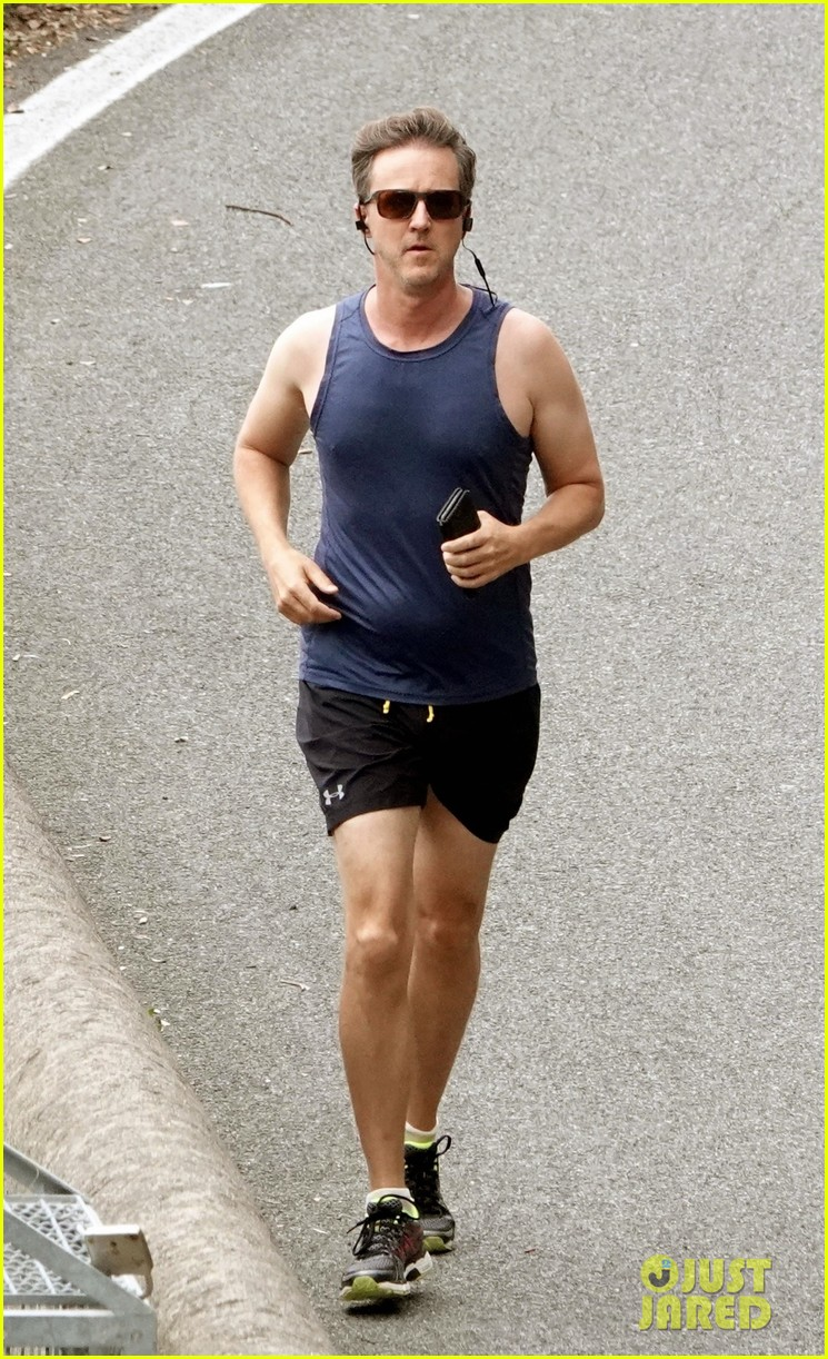 edward norton goes shirtless in italy during family vacation 014313511