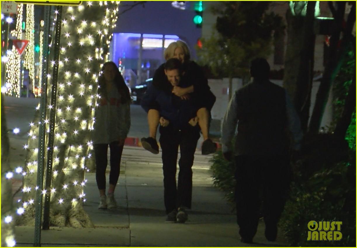 hugh jackman gives wife piggyback ride 03