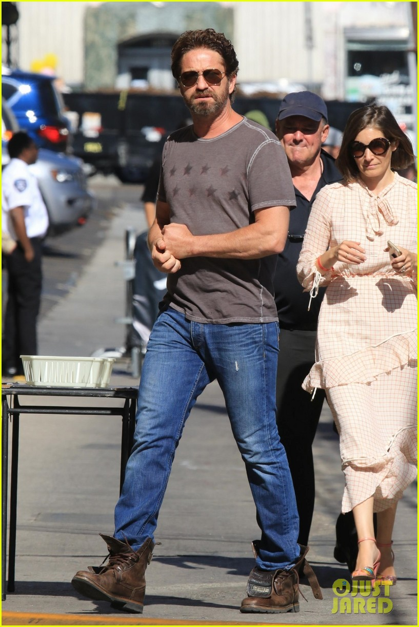 gerard butler hugs a fan while arriving at jimmy kimmel live interview 014336489