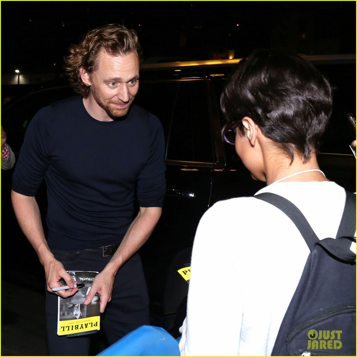 tom hiddleston betrayal cast outside theater 024336219