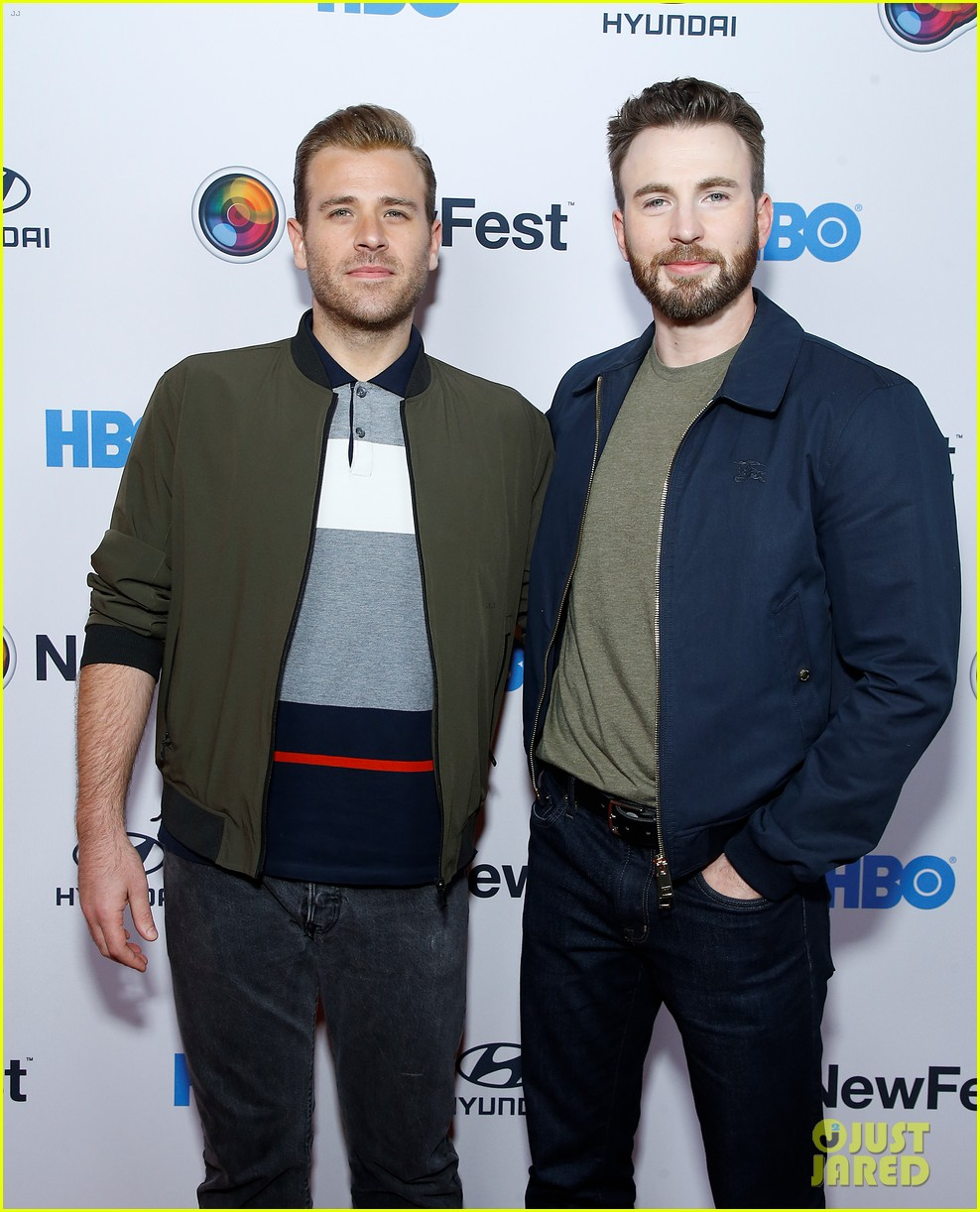 http://cdn02.cdn.justjared.com/wp-content/uploads/2019/10/chris-newfest/chris-evans-supports-brother-scott-evans-sell-by-premiere-04.jpg