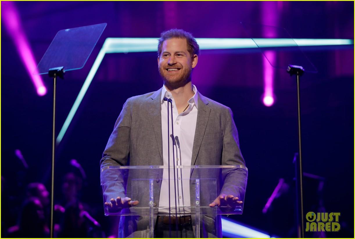 prince harry onside awards november 2019 09