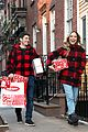 jason biggs jenny mollen gifts for neighbors 01