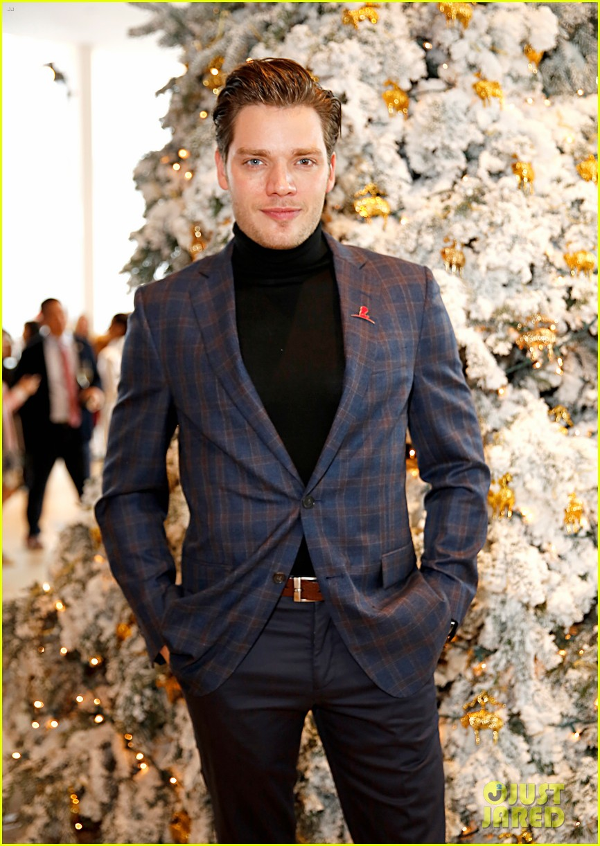 brooks brothers holiday party 25