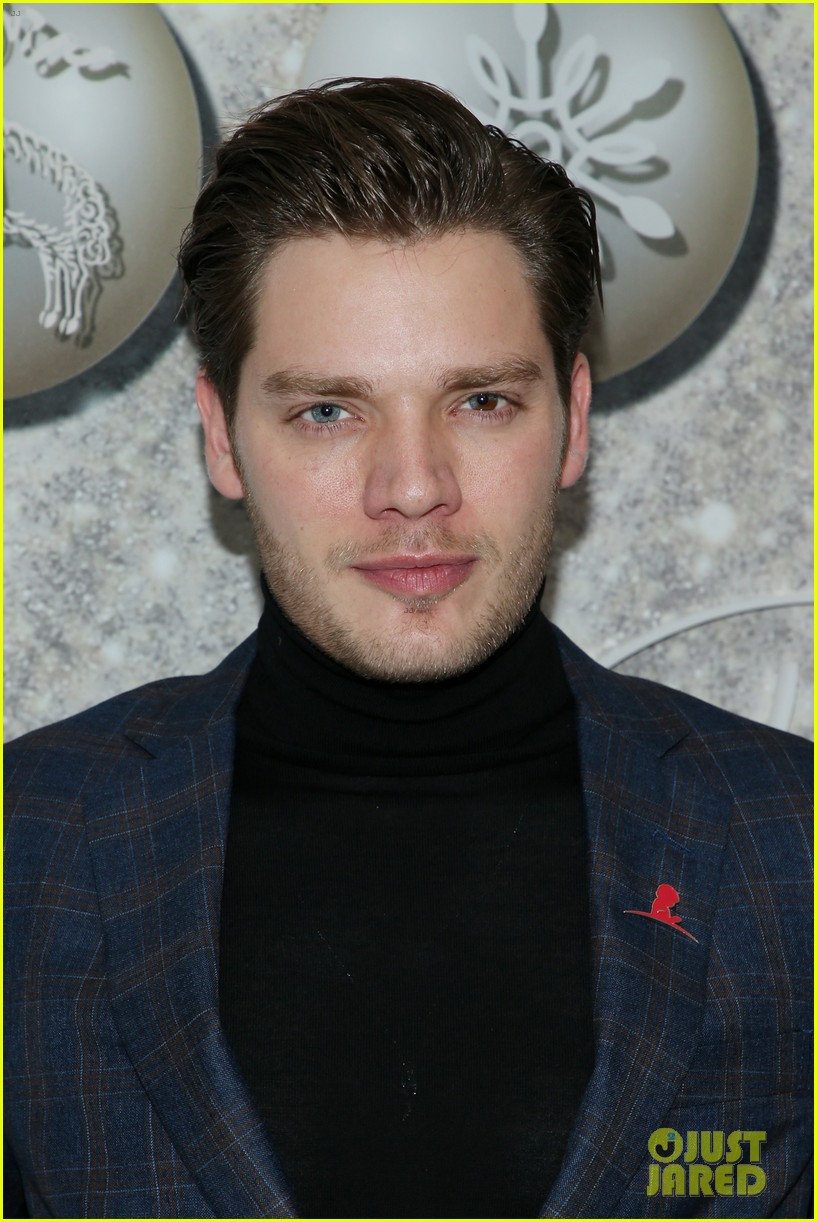 brooks brothers holiday party 43