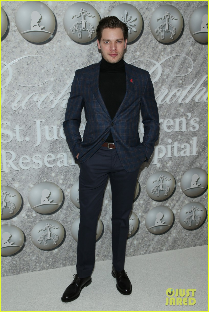 brooks brothers holiday party 44