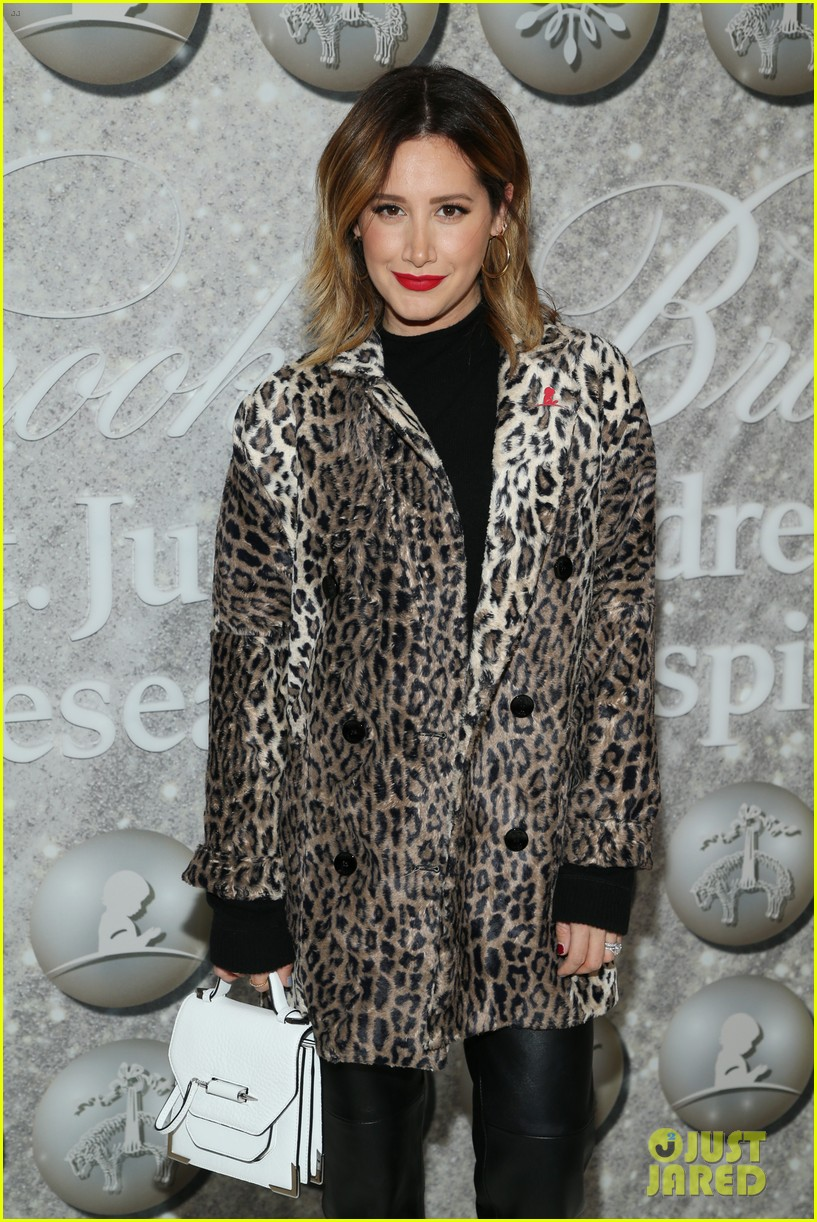 brooks brothers holiday party 49