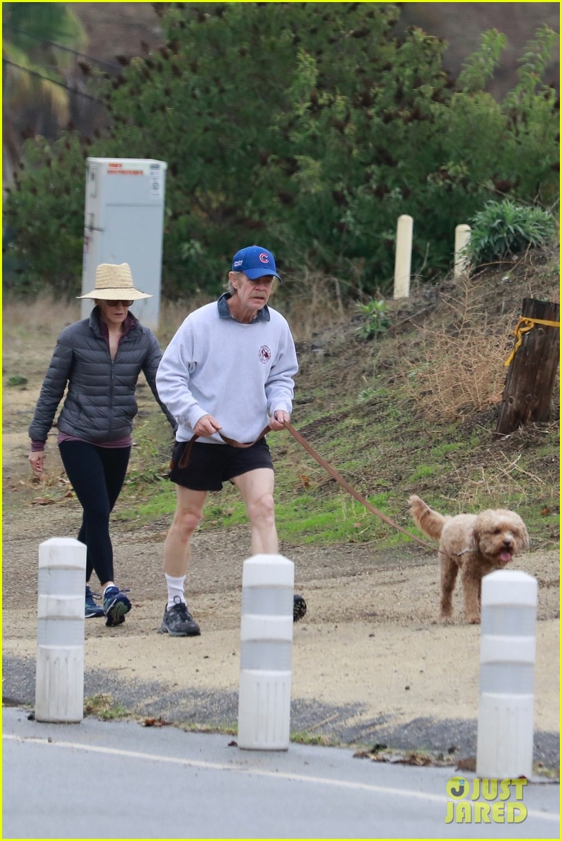 felicity huffman william h macy couple up morning hike 03