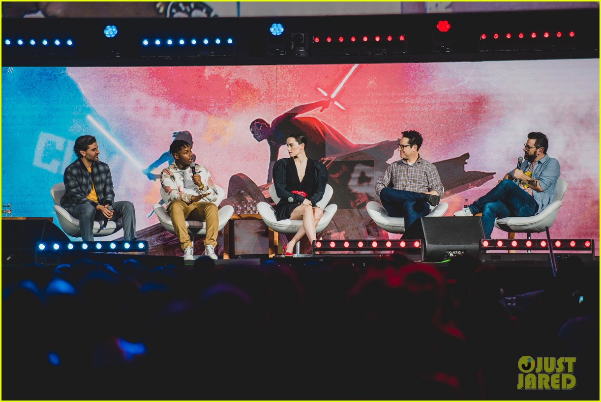 star wars cast promote rise of skywalker brazil comic con 08