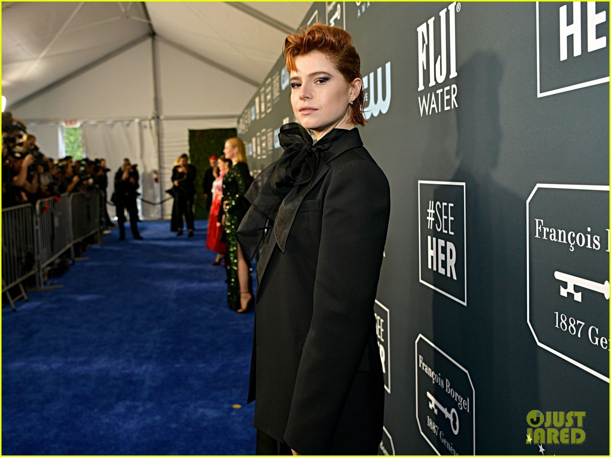 jessie buckley critics choice awards 2020 01
