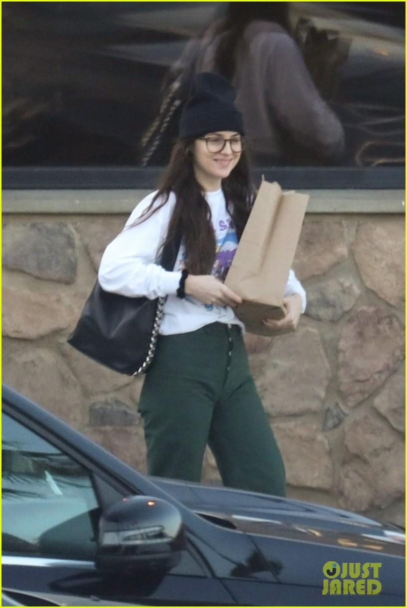 dakota johnson all smiles while grocery shopping 02