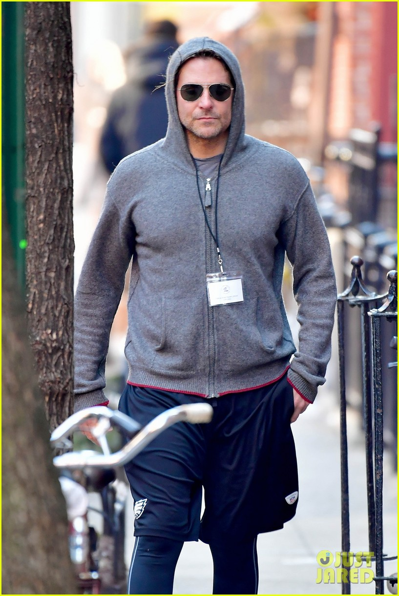 bradley cooper gets his work out on ahead of nightmare alley remake filming 03
