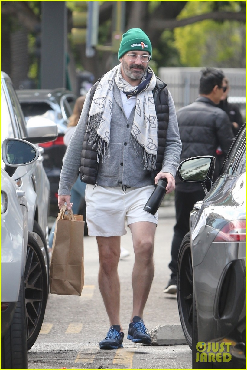 jon hamm picks up lunch to go in los feliz 03