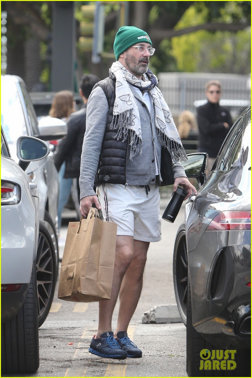 jon hamm picks up lunch to go in los feliz 05