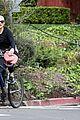 kate hudson danny fujikawa enjoy bike ride amid coronavirus concerns 08