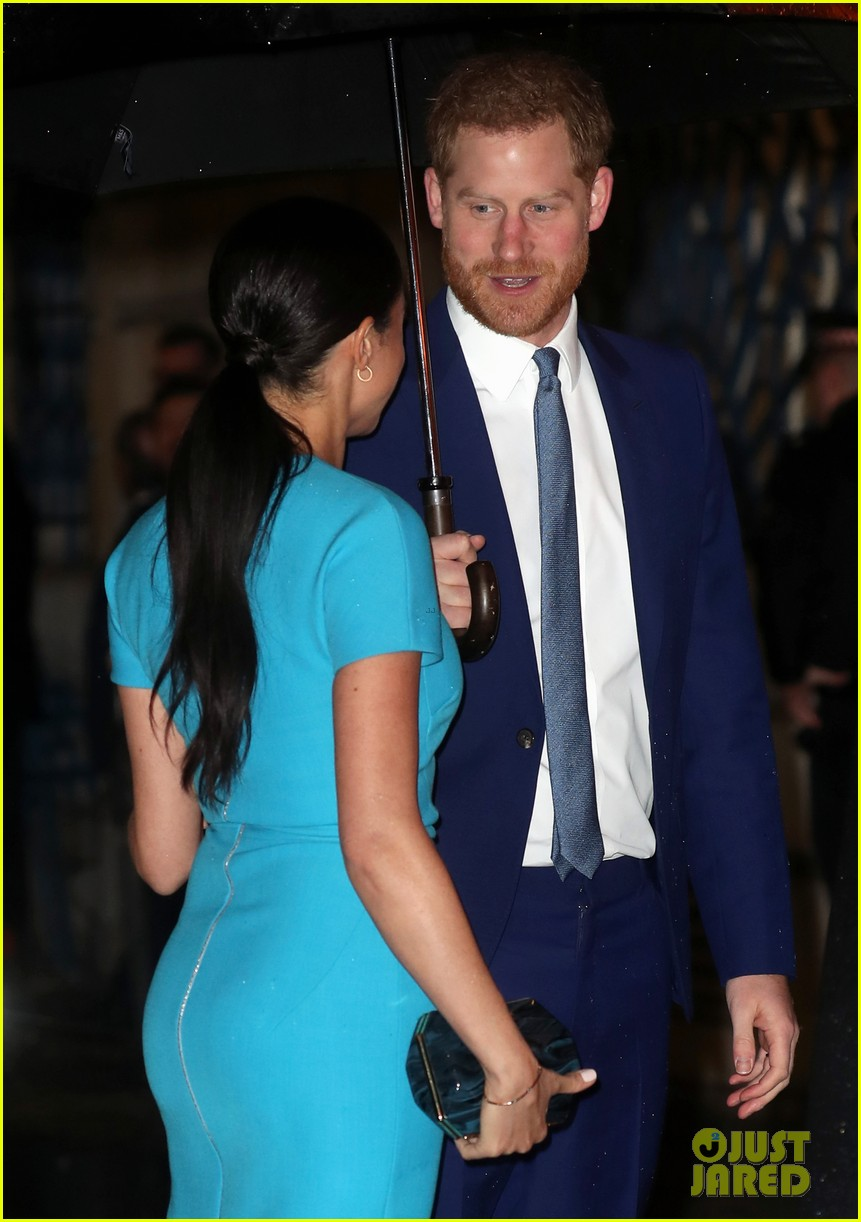 full sized photo of meghan markle prince harry walking in the rain 14 photo 4446302 just jared just jared