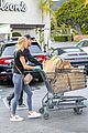 dennis quaid laura savoie stock up on groceries 23