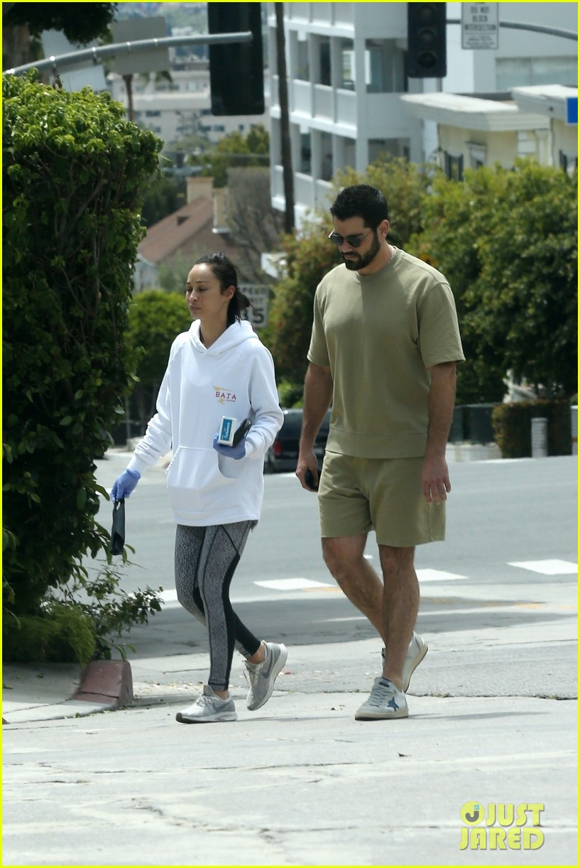 jesse metcalfe cara santana spotted together 05