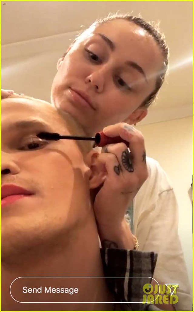 miley cyrus does cody simpson makeup 02