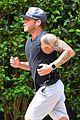 ryan phillippe shows off tatts during run 04