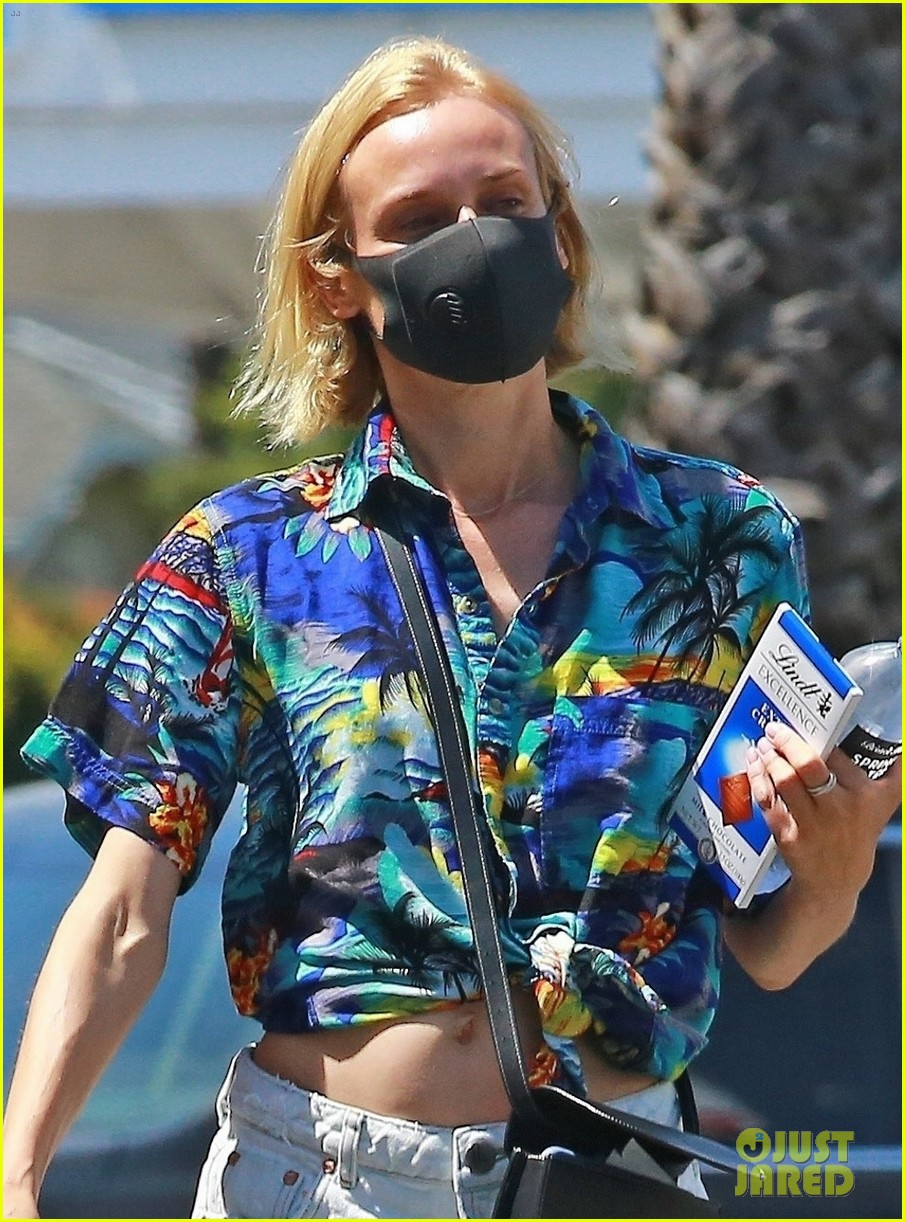 diane kruger shows off midriff grocery store run 04