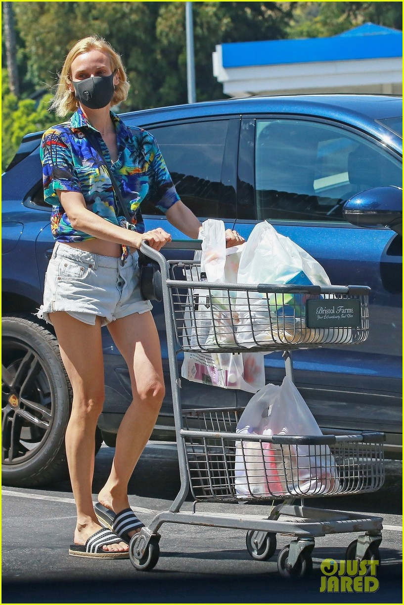 diane kruger shows off midriff grocery store run 05