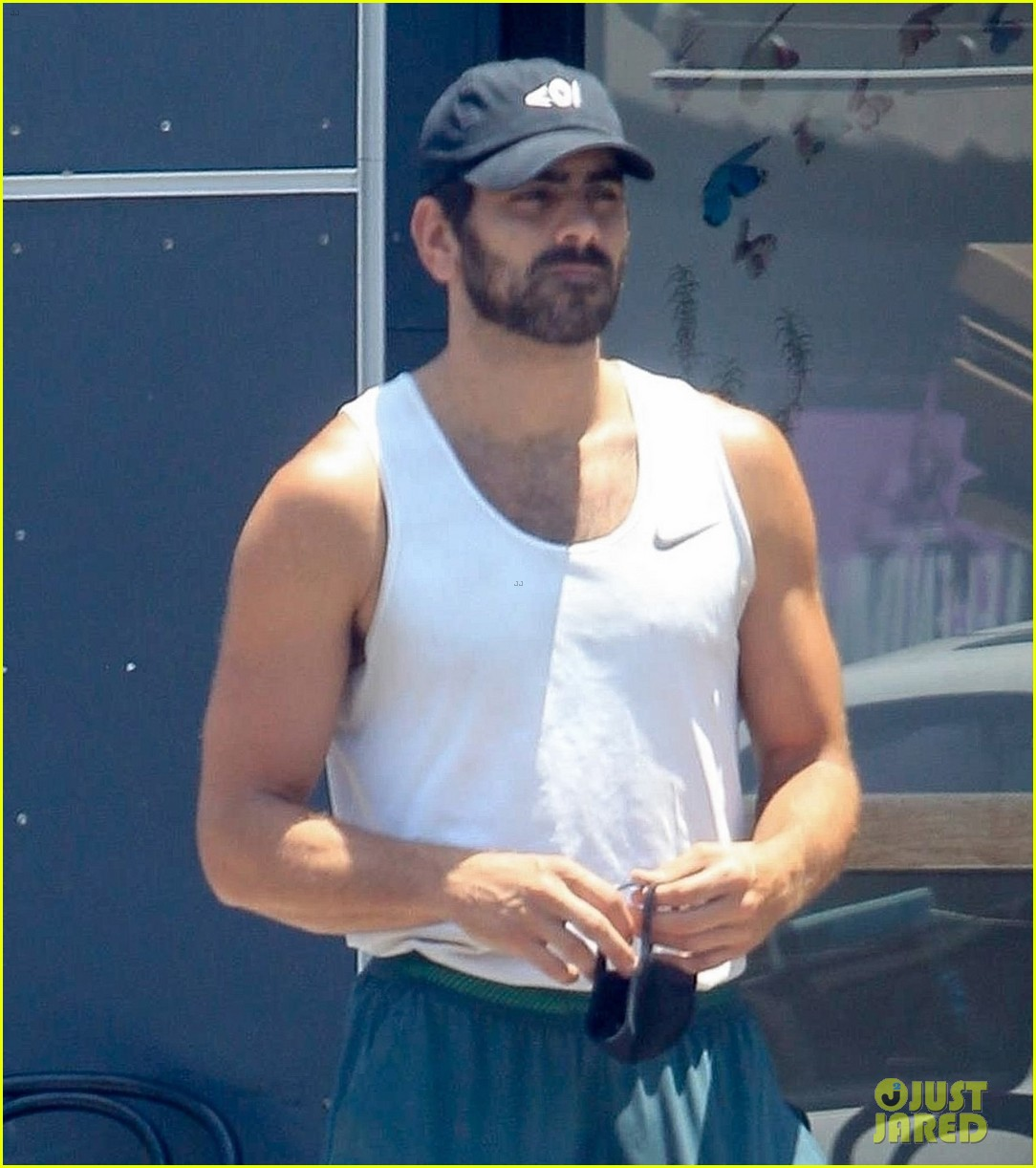 nyle dimarco in his gym clothes 02