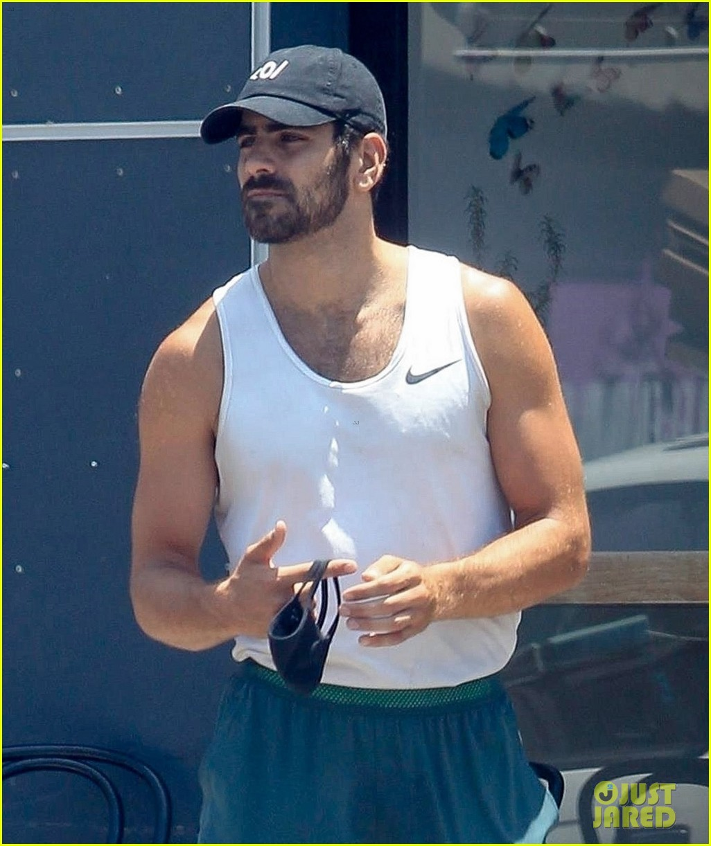 nyle dimarco in his gym clothes 04