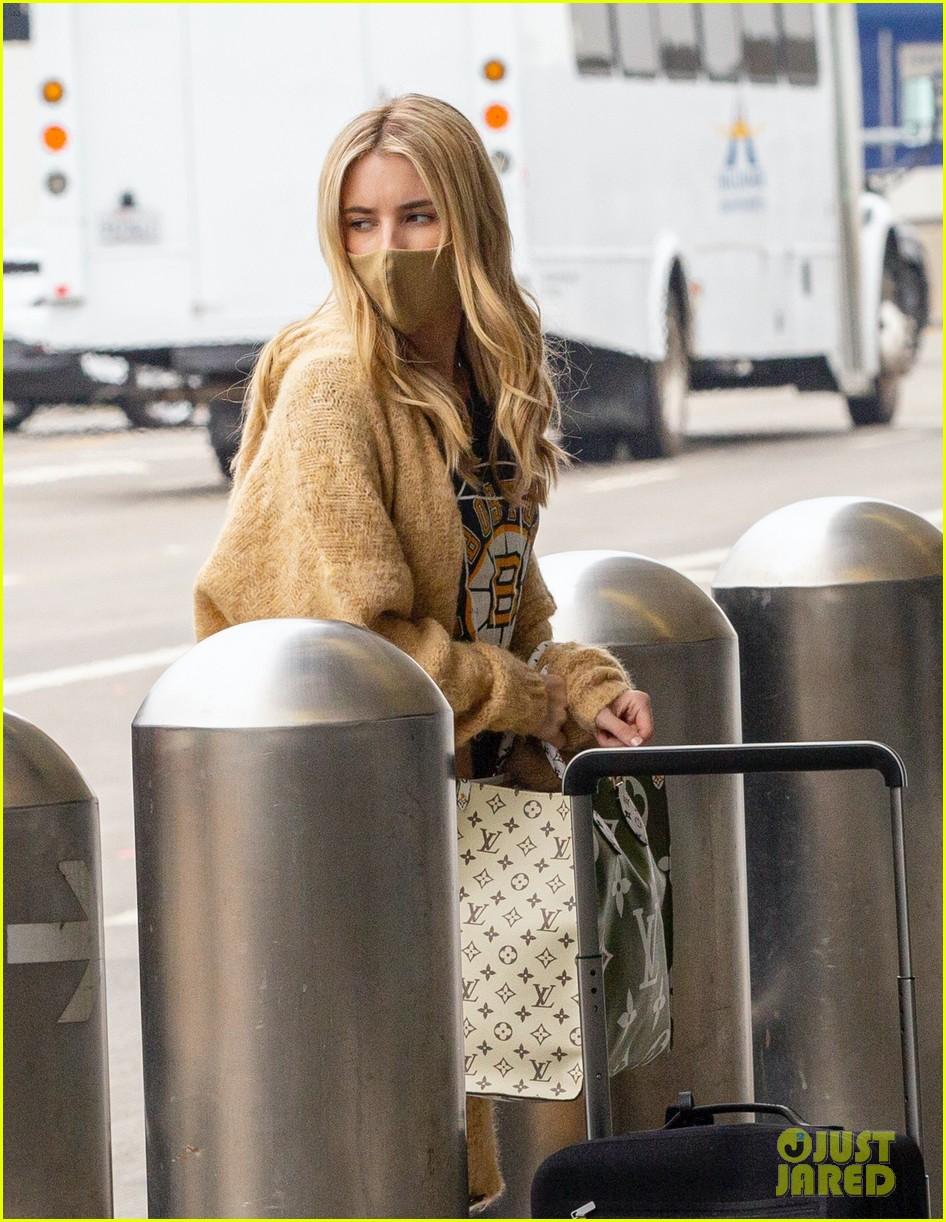 emma roberts garrett hedlund airport after pregnancy news 09
