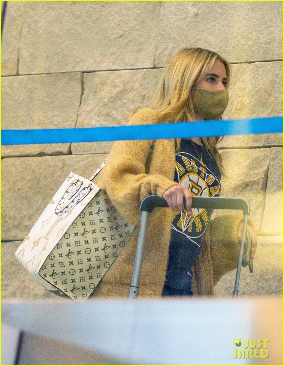 emma roberts garrett hedlund airport after pregnancy news 41