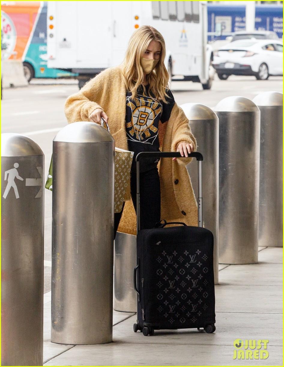 emma roberts garrett hedlund airport after pregnancy news 56