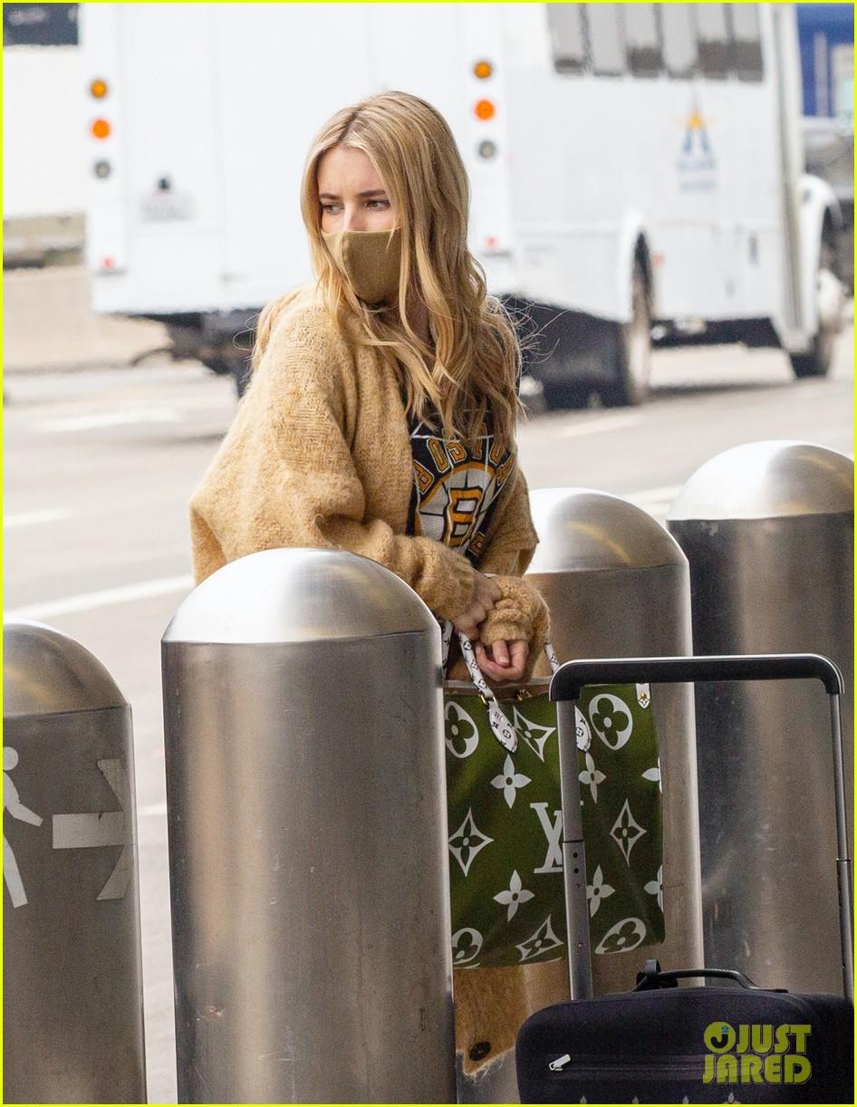 emma roberts garrett hedlund airport after pregnancy news 58