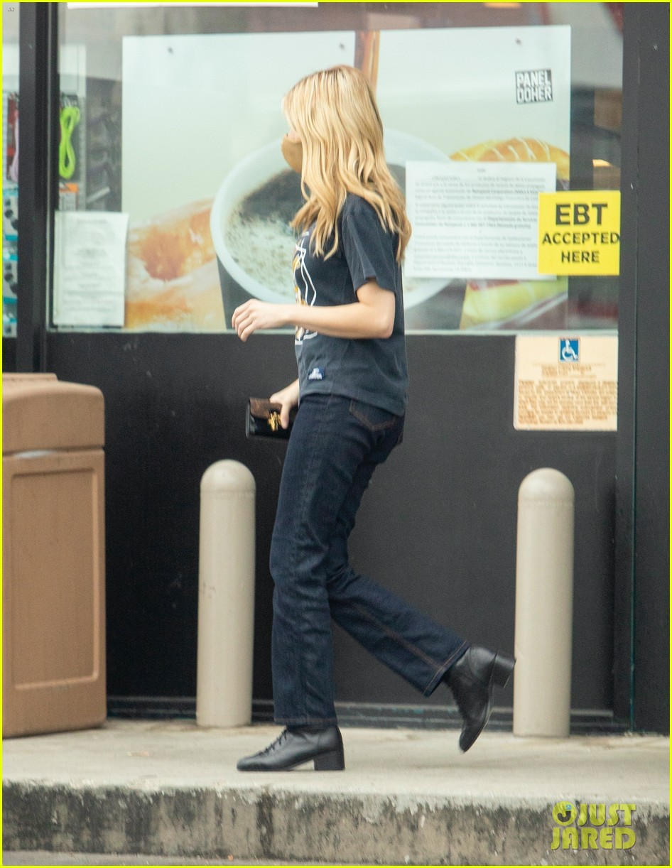 emma roberts garrett hedlund airport after pregnancy news 75