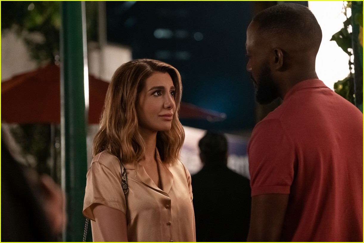 The Stars Of Netflix S Desperados Have Played A Couple Before Photo 4467679 Lamorne Morris Nasim Pedrad Netflix Pictures Just Jared