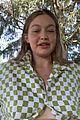 gigi hadid shows off baby bump 04