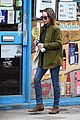 emilia clarke buys magazine for charity 06