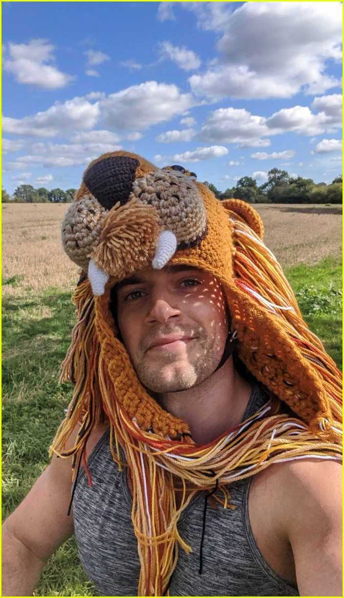 henry cavill goes running in lion hat for durrell challenge 03