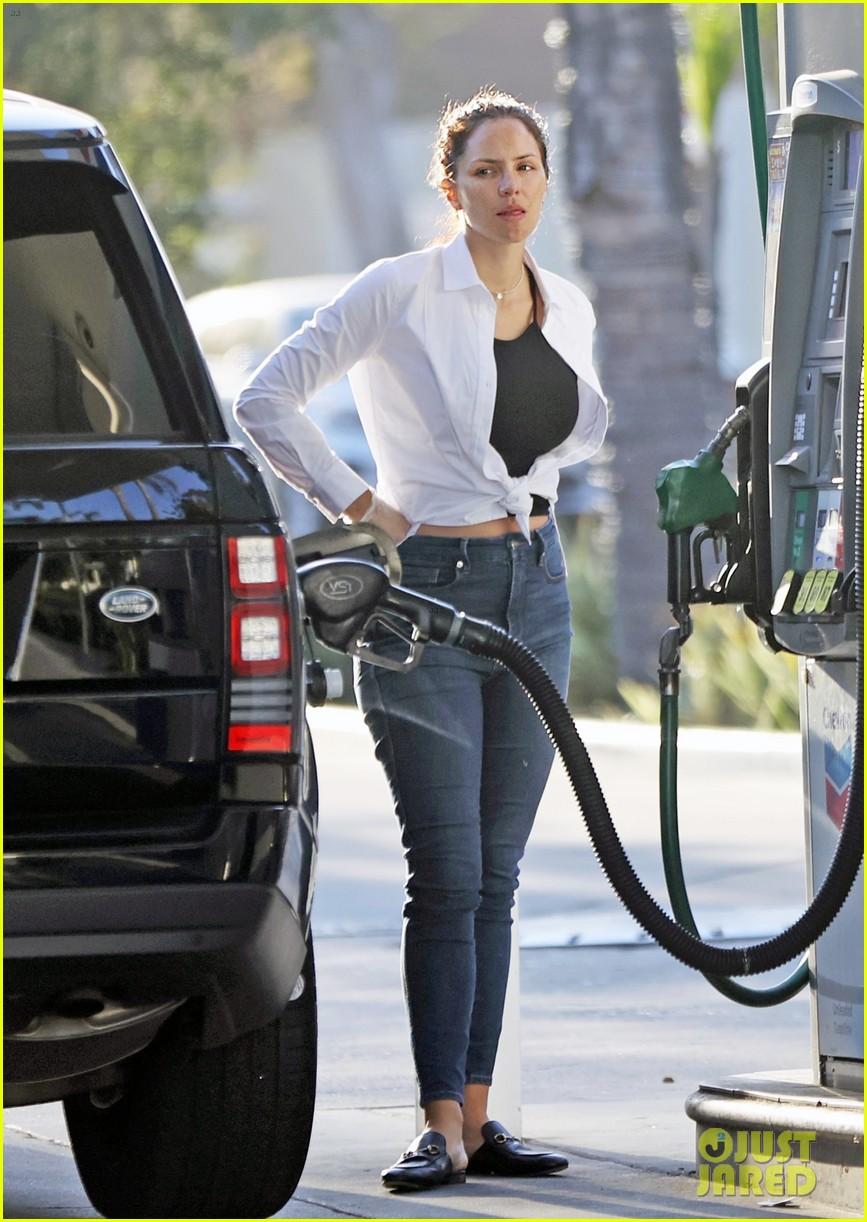 katharine mcphee david foster at gas station 03