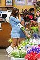 emily ratajkowski cradles her growing baby bump shopping for flowers 10