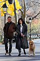 hailee steinfeld jeremy renner with lucky the pizza dog 09