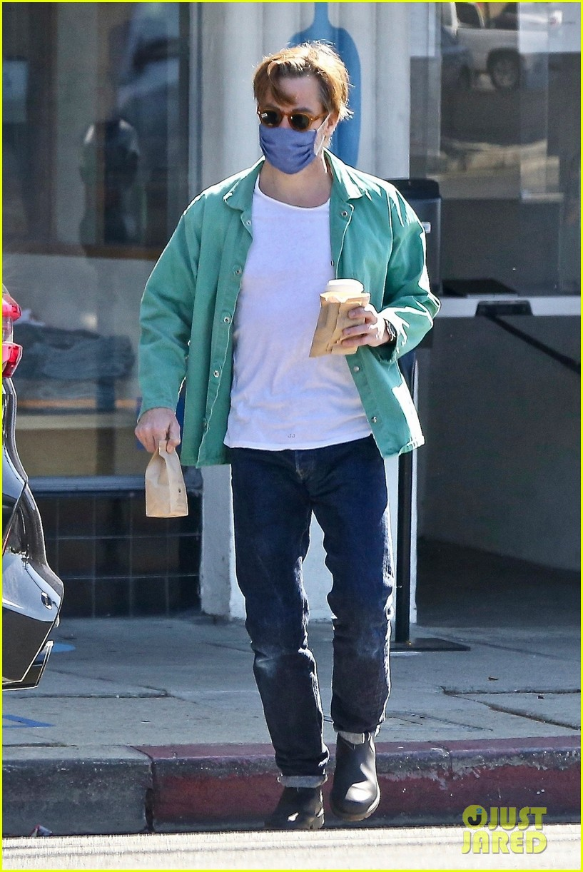 chris pine coffee from blue bottle 05